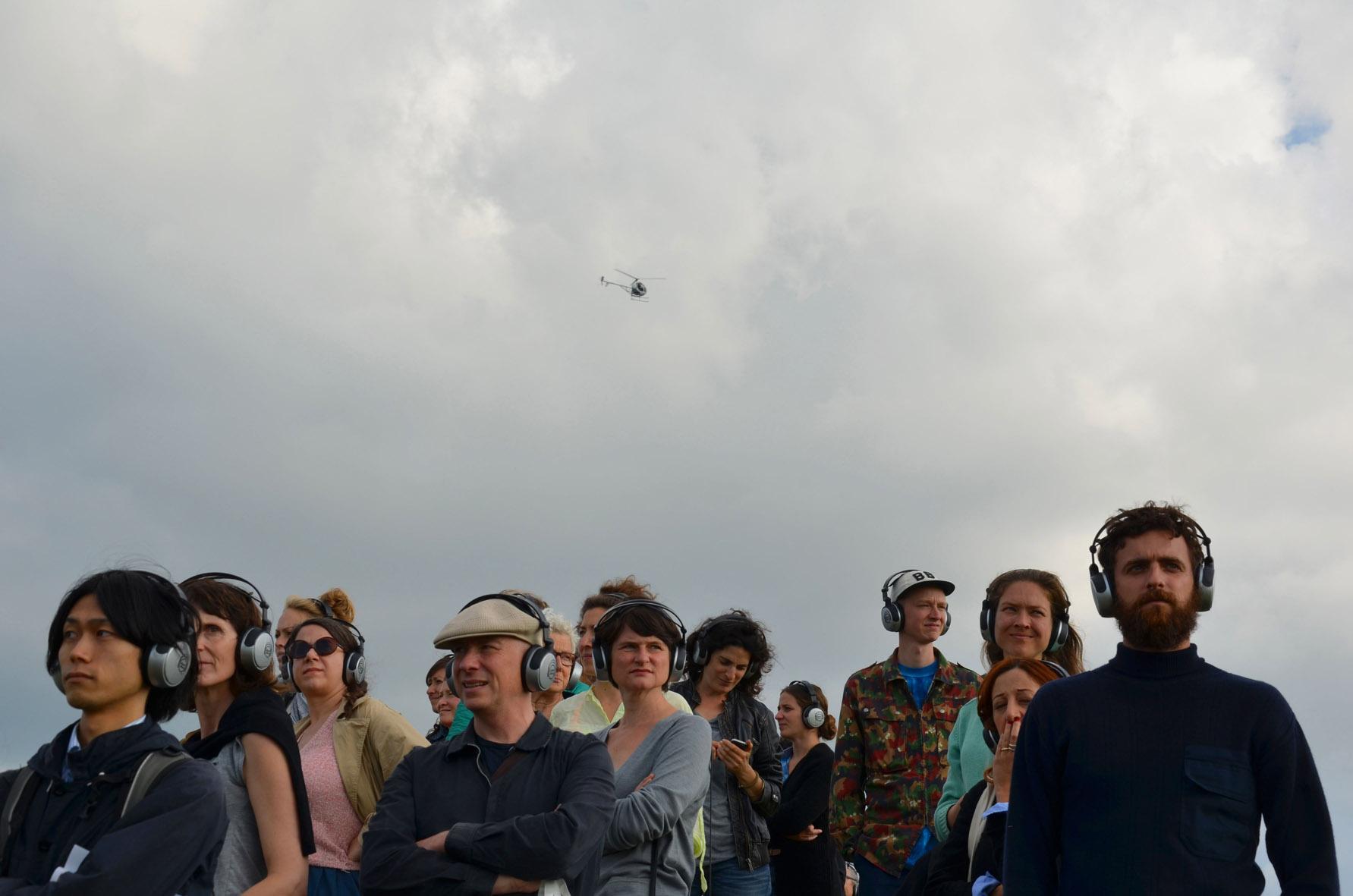 Land Art Live: Performance van Zhana Ivanova bij het Observatorium van Robert Morris