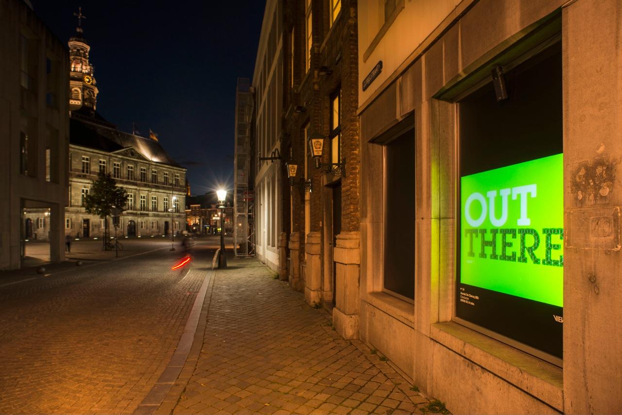 OUT THERE. Videokunst, nieuwe media en fotografie in de openbare ruimte.