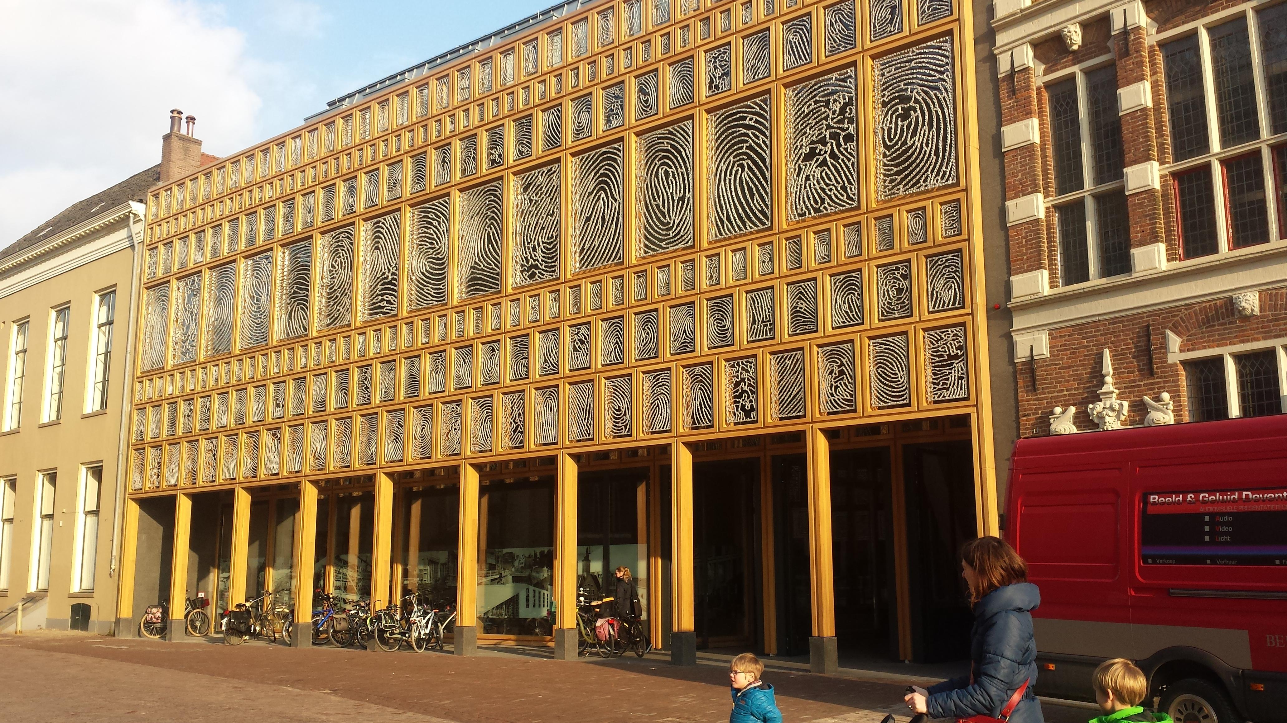Deventer Raamwerk, een community kunstwerk van Loes ten Anscher