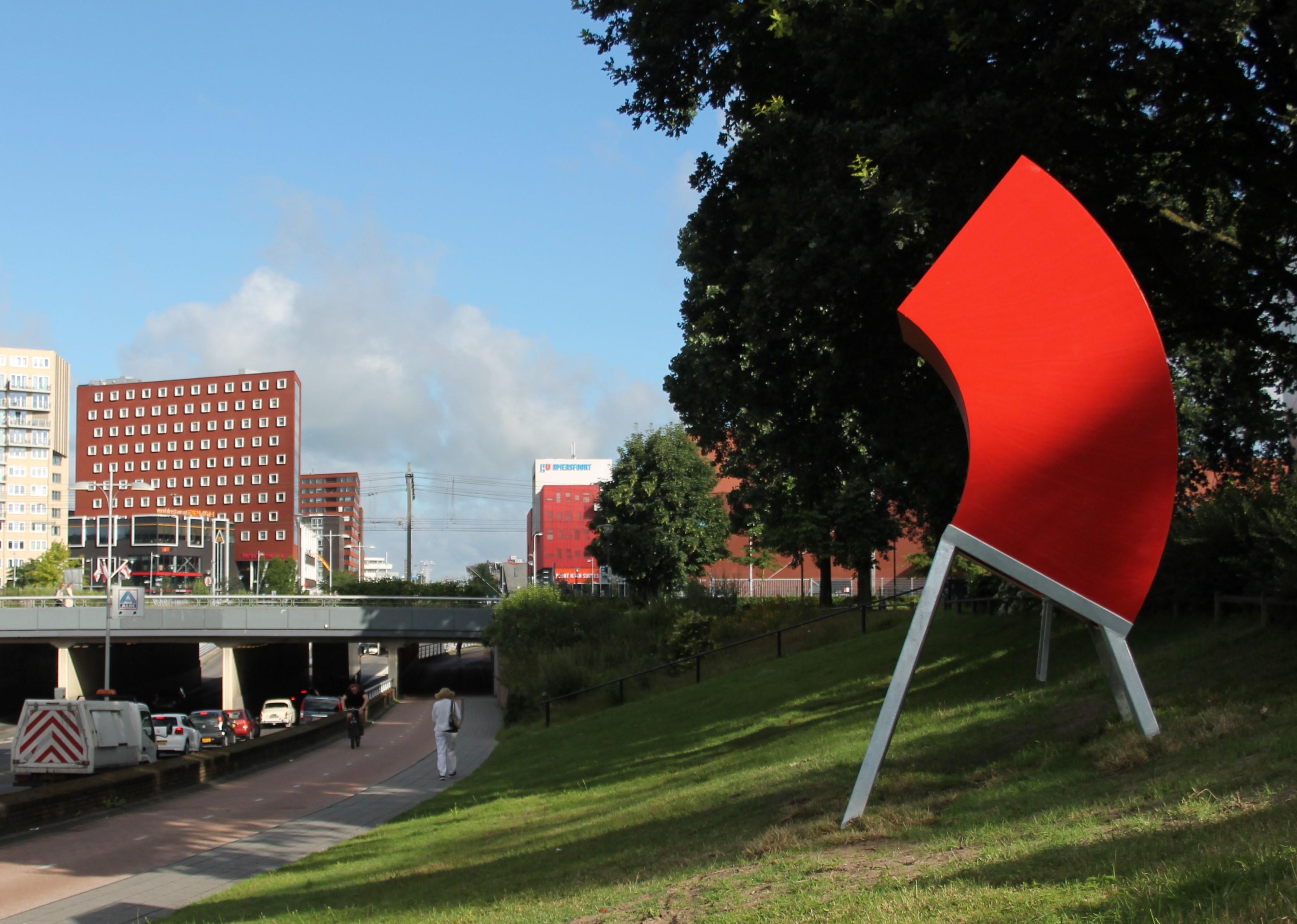 De stad vanaf je billen. Twee nieuwe stadsbanken in Amersfoort.